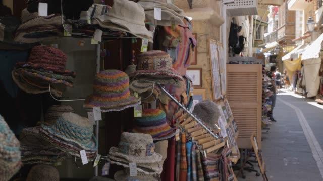 souvenir shops in rethymnon, crete, greek islands, greece, europe - ギフトショップ点の映像素材/bロール