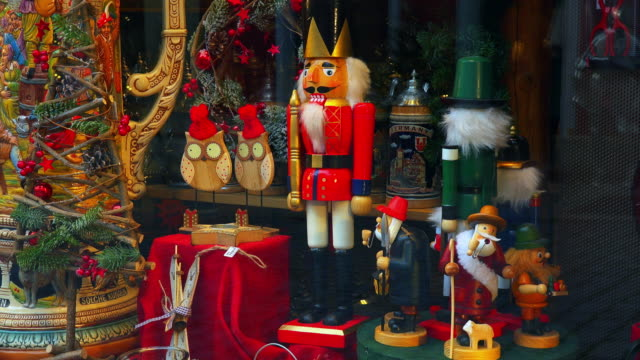 souvenirs at market - christmas decoration stock videos & royalty-free footage
