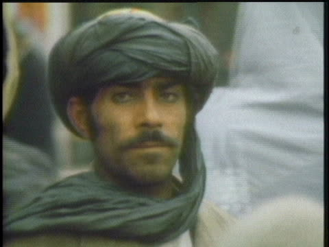 stockvideo's en b-roll-footage met soviet and afghani soldiers stand guard in kandahar afghanistan during the russian occupation - kandahar afghanistan