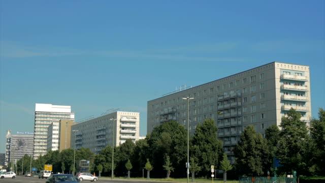 soviet architecture,karl marx alle,ws - von bäumen gesäumt stock-videos und b-roll-filmmaterial