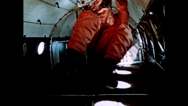 soviet astronaut on zero-gravity training flight - ex unione sovietica video stock e b–roll