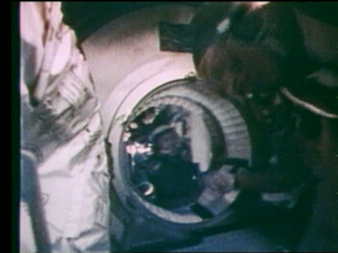 soviet astronauts shake hands in apollo-soyuz hatch - anno 1975 video stock e b–roll