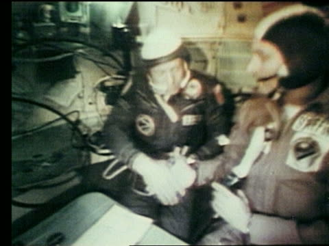 US Soviet astronauts shaking hands / ApolloSoyuz