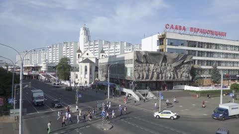 vídeos y material grabado en eventos de stock de soviet era building façade, nemiga district, minsk, belarus - bielorrusia