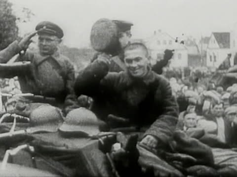 vídeos de stock, filmes e b-roll de soviet forces entering city of tarnopol during sovietgerman invasion of poland in 1939 - polônia