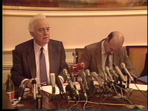 soviet foreign minister eduard shevardnadeze meets with us arms negotiator max kapelman - (war or terrorism or election or government or illness or news event or speech or politics or politician or conflict or military or extreme weather or business or economy) and not usa stock-videos und b-roll-filmmaterial