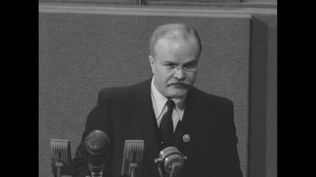 soviet foreign minister vyacheslav molotov speaking in russian at microphone during speech to the first plenary session of the united nations [lip - 1945 stock-videos und b-roll-filmmaterial
