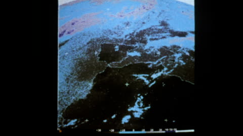 vídeos y material grabado en eventos de stock de soviet meteor weather satellite helps predict weather patterns - cámara de televisión