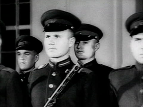 soviet military academy soldiers at attention, ceremonies of young army recruits taking the oath audio / russia - anno 1952 video stock e b–roll