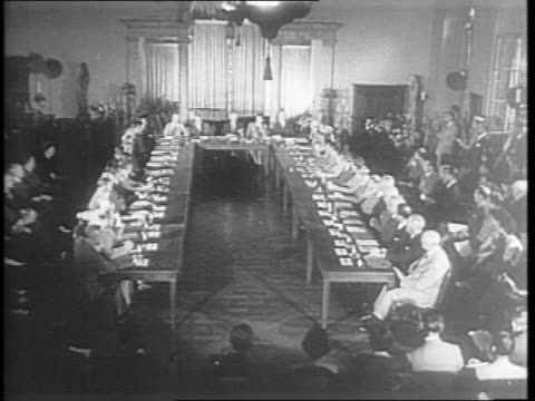 vídeos de stock e filmes b-roll de soviet plane arrives in america / ambassador andrei gromyko steps out and is greeted by allied political figures and solders / exterior of dumbarton... - edward stettinius