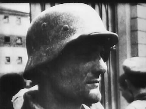 vidéos et rushes de soviet prisoners of war captured during encirclement of red army troops in battle of kiev - wehrmacht