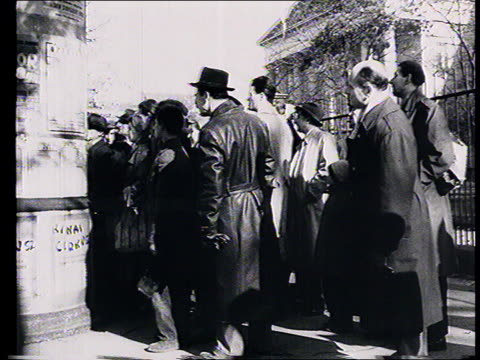 vídeos de stock e filmes b-roll de soviet propaganda documentary film. soviet intervention in budapest , guerrilla warfare : soviet tanks in street, communist emblems removed from... - 1956