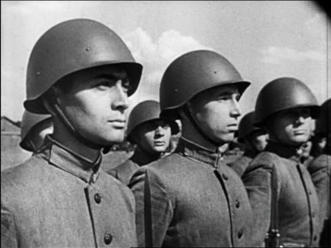 Soviet soldiers in line turning heads in unison outdoors / Kremlin / newsreel