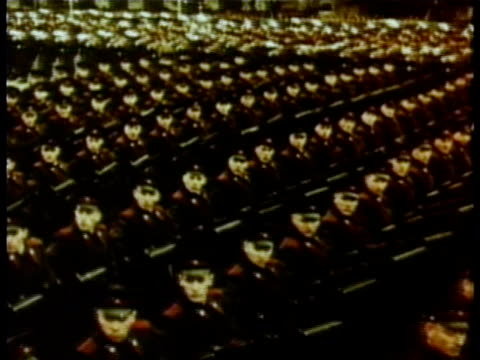 soviet soldiers marching audio / red square moscow russia - ex unione sovietica video stock e b–roll