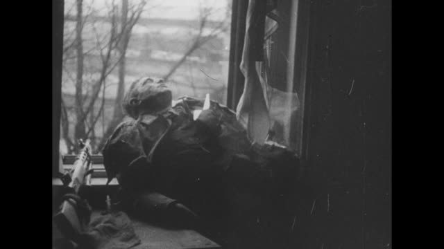 vs soviet soldiers push artillery piece on street / soldiers pushing large gun down hallway in building / dead soldier lying in window / dead german... - kampfpanzer stock-videos und b-roll-filmmaterial