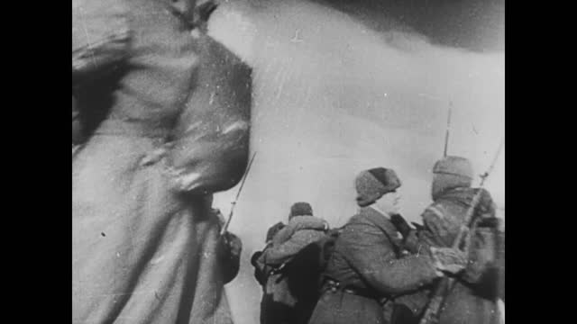 soviet troops meeting each other ssealing the ring around german 6th army at stalingrad - 1942 stock-videos und b-roll-filmmaterial