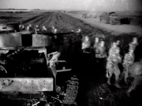 vidéos et rushes de soviet troops on the move in the ukraine - armée rouge