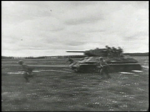 soviet union red army tank & soldiers advancing across battlefield. vs united states marines boarding landing craft on beach. - union army stock videos & royalty-free footage