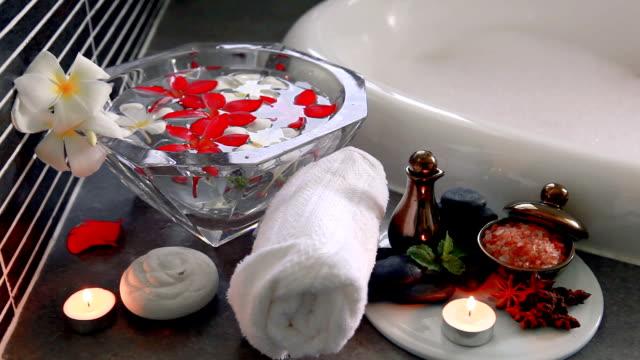 vidéos et rushes de concept de spa - masser