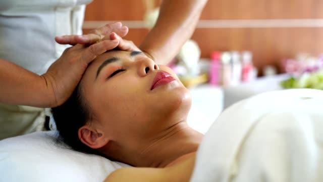 spa retreats have broad health impacts - - マッサージ台点の映像素材/bロール