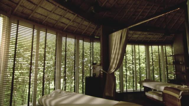 ws td spa room with massage tables, hua hin, prachuap khiri khan, thailand - マッサージ台点の映像素材/bロール