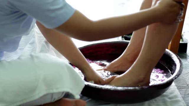 vidéos et rushes de spa treatment - membres du corps humain