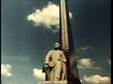 stockvideo's en b-roll-footage met space monument in moscow, monument to space exploration. - mannelijke gelijkenis