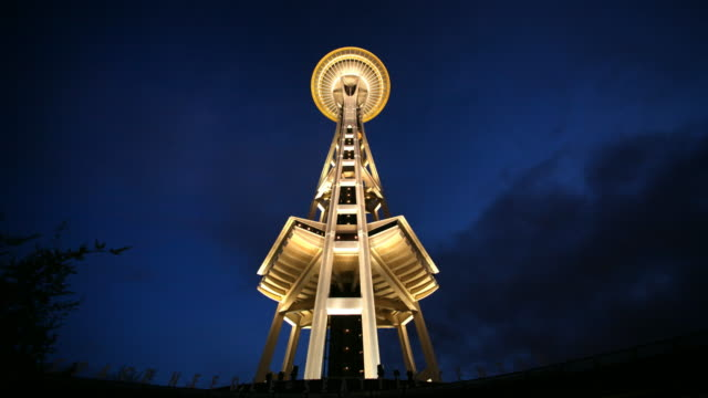 t/l ws la space needle against sky at night, seattle, washington, usa - space needle bildbanksvideor och videomaterial från bakom kulisserna