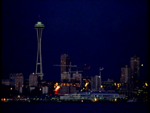 space needle and skyscrapers at night, seattle - erezione video stock e b–roll