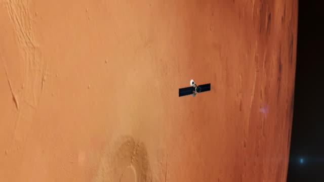 stockvideo's en b-roll-footage met ruimteonderzoek. satelliet in een baan in de buurt van mars - ruimtemissie