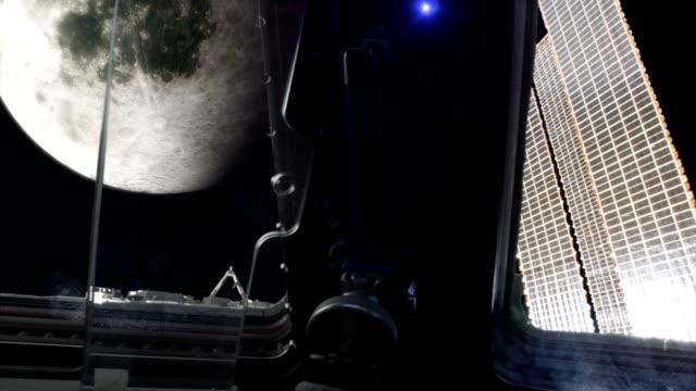 raumschiff in der umlaufbahn von moom. - stapellauf stock-videos und b-roll-filmmaterial