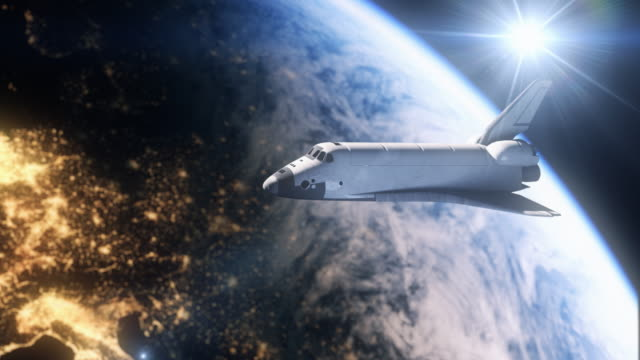 vídeos de stock e filmes b-roll de space shuttle above europe with handheld camera in 4k - nave espacial