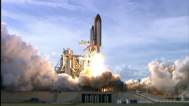 vídeos y material grabado en eventos de stock de space shuttle atlantis launches on sts122 mission to deliver european columbus science laboratory module to the international space station /... - lanzacohetes