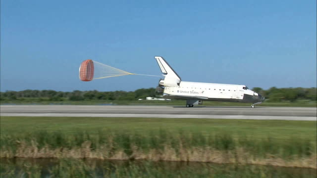 Space Shuttle Atlantis returns from STS132 mission / Space Shuttle in flight / view from behind of landing / front view of landing parachute...