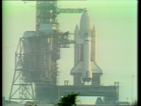 space shuttle columbia: eve of launch; space shuttle on pad press compound seating area george page press conference sot - スペースシャトル点の映像素材/bロール