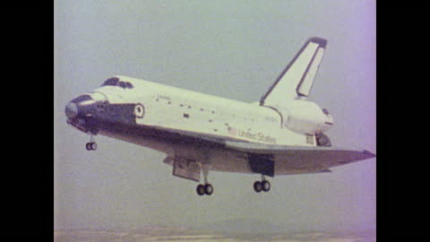 space shuttle columbia returns to earth by way of bakersfield, california finally landing on the runway at edwards air force base - 1981 stock videos & royalty-free footage