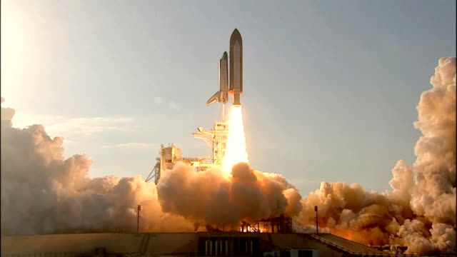 space shuttle discovery launches on its final mission sts133 to deliver the permanent multipurpose module leonardo and the humanoid robonaut 2 to the... - rakete stock-videos und b-roll-filmmaterial