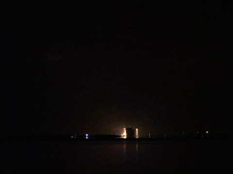 space shuttle discovery night launch - missile stock videos & royalty-free footage