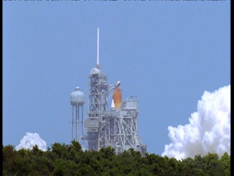 stockvideo's en b-roll-footage met space shuttle launches, florida - ruimte exploratie