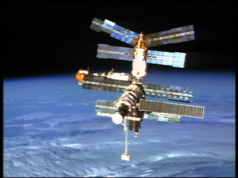 mir space station flying in outer space above earth / sts76 - mir space station stock-videos und b-roll-filmmaterial