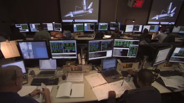 space telescope operations control center at goddard space flight center, where controls of the hubble space telescope are conducted / men and women... - kontrollraum stock-videos und b-roll-filmmaterial