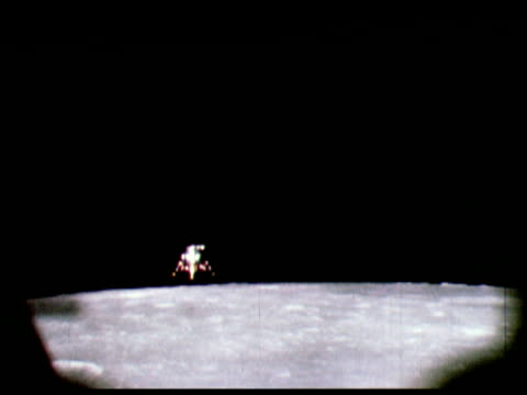 1969 montage spacecraft landing on moon - 1969年点の映像素材/bロール