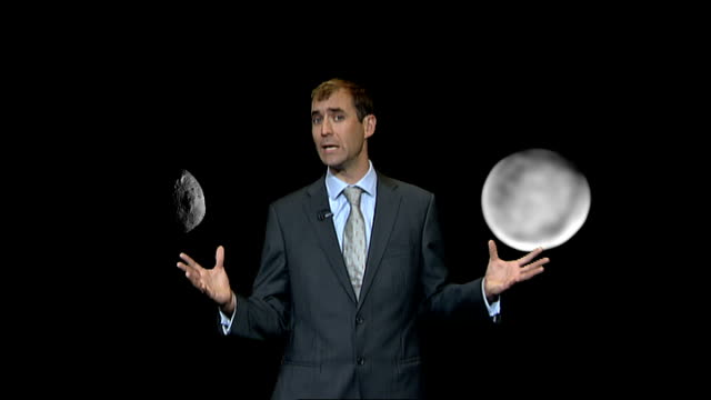 nasa spacecraft surveys vesta asteroid england london gir int reporter to camera at video wall - ギールフォーレスト国立公園点の映像素材/bロール