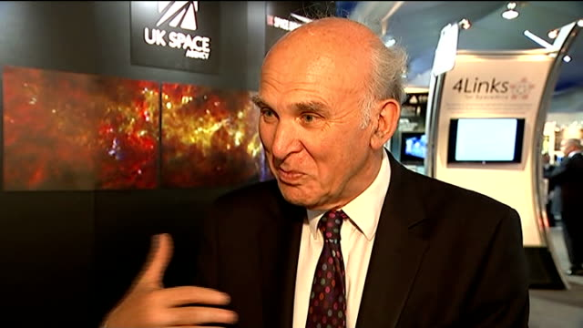 vídeos de stock e filmes b-roll de hampshire farnborough int vince cable mp interview sot space tourism is certainly one of the things on the horizon / i'm not sure it's how i plan to... - farnborough hampshire