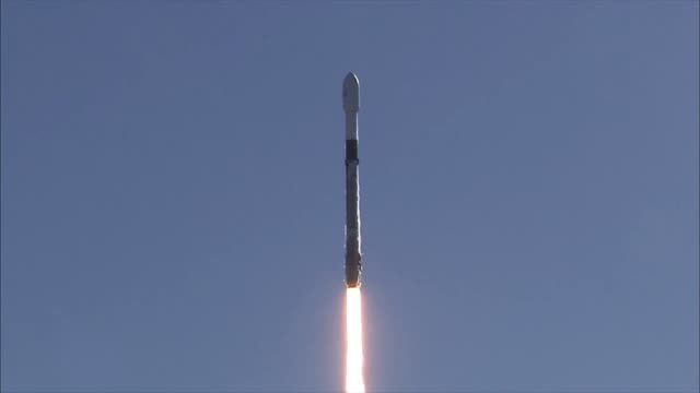 a spacex falcon 9 rocket carrying the spaceflight ssoa smallsat express launched from space launch complex4e vandenberg air force base california on... - rocket stock videos & royalty-free footage