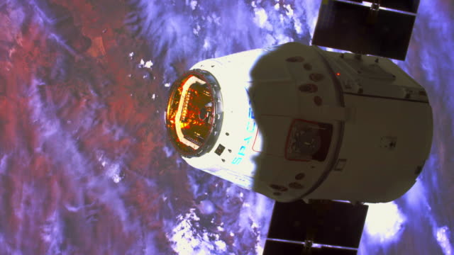 spacex is a private company designing making and launching spaceships space exploration technologies corp is the official name its goal is of... - 宇宙探検点の映像素材/bロール