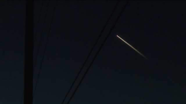 ktla spacex put on a quite a show above southern california friday evening as a falcon 9 rocket slowly streaked across the night sky while curious... - launch event stock videos & royalty-free footage