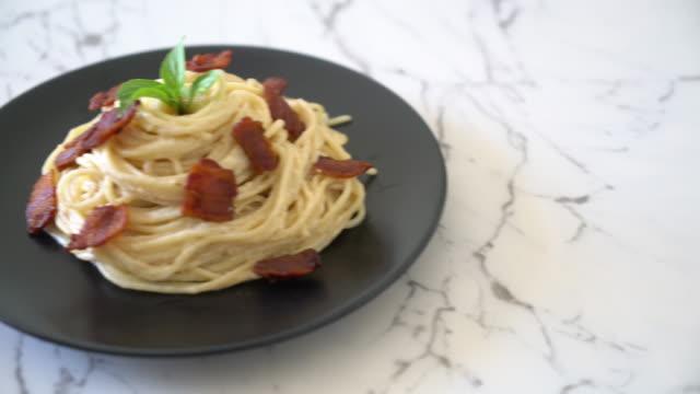 Spaghetti mit Frischkäse mit Speck