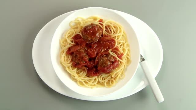 spaghetti & meatballs - parmigiano video stock e b–roll