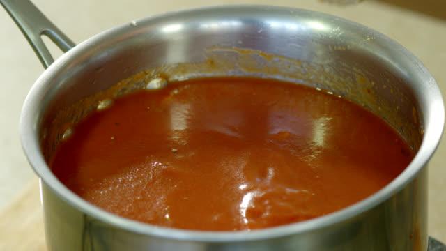 spagetti sås - varmrättssås bildbanksvideor och videomaterial från bakom kulisserna